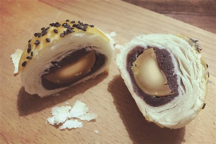在我很小的时候,市场上还没有那么多品种繁多,包装华丽的广式月饼