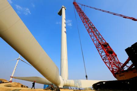 """""""这是目前浙江省最大的陆地风力发电机组,单机容量有2."""