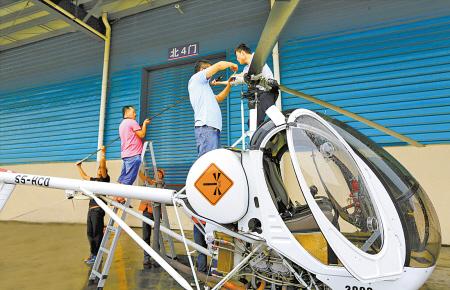 捷德设计_宁波捷德航空技术公司技术人员正在装配直升机