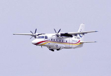 11月13日,运12F飞机在第十届珠海航展上进行飞行表演。   第十届珠海航展期间,中航工业直升机哈飞与美国维信航空公司签署20架运12系列飞机销售合同,包括18架运12E和两架运12F飞机。这些订购的运12飞机将用在美国拉斯维加斯到大峡谷地区的旅游观光和短途客货运输。   这是国产民用飞机首次出口发达国家,标志着运12飞机已经被最成熟、要求最严格的美国市场认可,在中国民机发展史上具有里程碑的意义。   (新华社发)