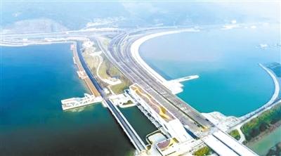 疏港公路交通等功能,是宁波国际海洋生态科技城新门户区,也是梅山湾