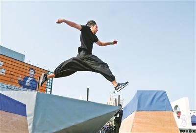 飞檐走壁、跳跃腾挪……一场国际跑酷大师赛在宁波举行