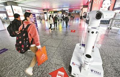 """""""防疫机器人""""在铁路宁波站上岗"""