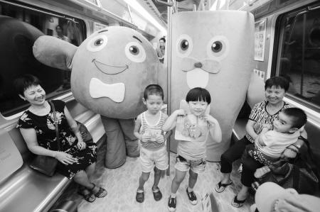 """宁波地铁推出""""海底世界""""3d列车"""