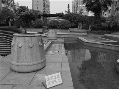 两天前,在福建福清市的一个小区里,发生景观水池漏电事故,导致3