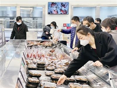 春节前最后一波年货采购大潮 宁波超市里的这些东西卖火了