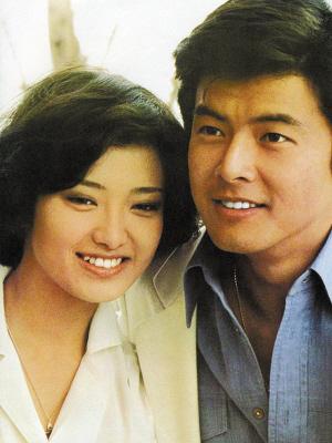 山口百惠和三浦友和近照.   据日本媒体消息,由著名演员三浦友和执图片