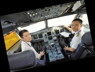 随后教员立即决定返场落地洛阳机场,等飞机安全平稳地着陆在跑道上时