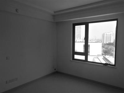 房子交付后,图纸上原有的设备平台窗户不见了 26层的高楼空调外机安装图片